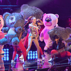 Miley Cyrus brags of 306,000 tweets a minute