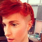 Hayley Williams debuts new red undercut