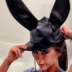 Victoria Beckham gets emotional at NYFW - Video