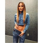 Jennifer Lopez sizzles in cropped denim
