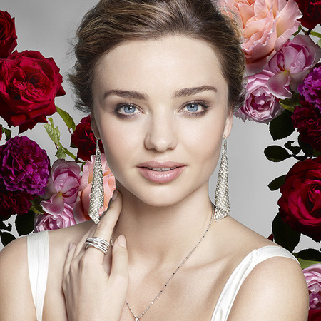 Miranda Kerr wears natural makeup