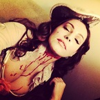HALLOWEEN: Kelly Brook's beheaded Marie Antoinette