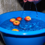How to dominate at apple bobbing
