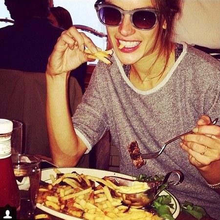 Alessandra Ambrosio - Victoria's Secret Catwalk Show - lingerie model - fast food - Handbag.com