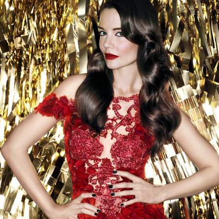 katie holmes - bobbi brown christmas makeup collection - hollywood glamour - red lipstick - handbag.com