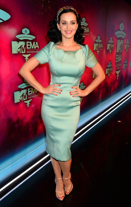 Katy Perry wears demure dress EMA awards