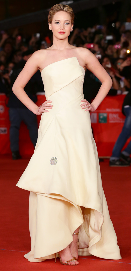 jennifer lawrence - cream dior dress - hunger games catchjing fire premiere - november 2013 - handbag.com