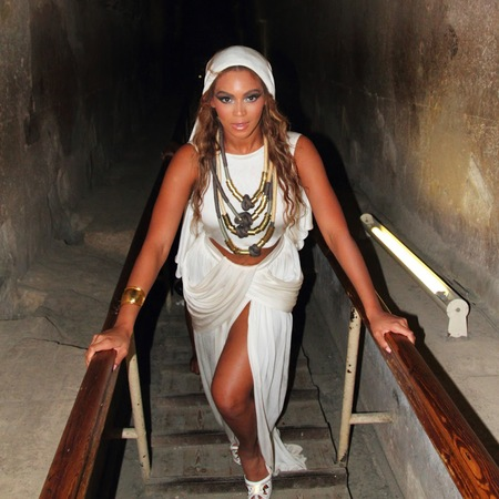 Beyonce visiting the Pyramids of Egypt - banned from sightseeing - life news - handbagcom