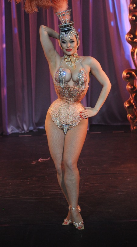 MODELS WITH REAL CURVES: Immodesty Blaize