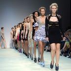 Why curvy models like Robyn Lawley rule