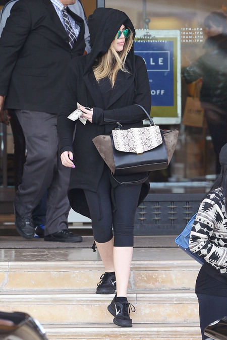 Khloe Kardashian - celine handbag - gym - work out gear - handbag.com