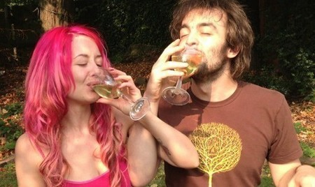 Couple drinking their own urine #WeDrinkWee - This Morning - life news - handbagcom