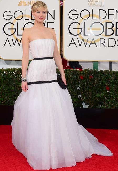 jennifer lawrence white dior dress at golden globes 2014 - celebrity awards season dresses - handbag.com