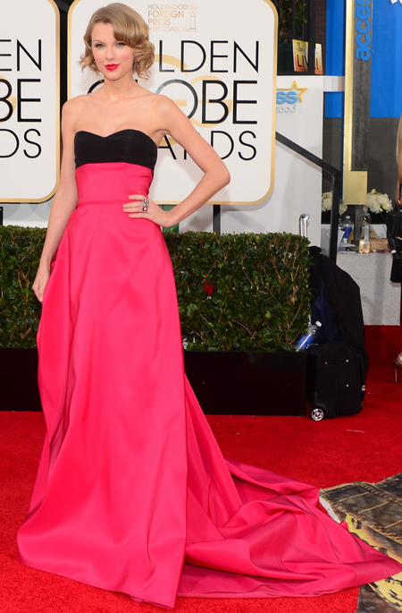taylor swift pink and black dress at golden globes 2014 - faux bob hairstyle - celebrity awards season hair and dresses - handbag.com