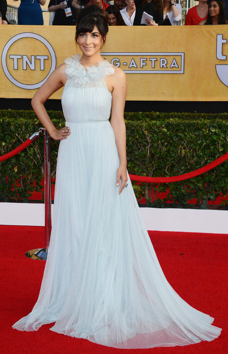 new girl actress hannah simone in pretty white dress - sag awards 2014 - celebrity fashion trends - handbag.com