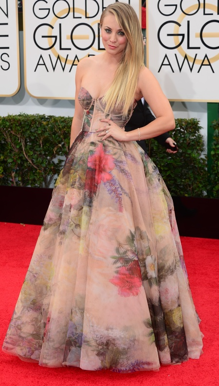 kaley cuoco floral flowery dress at golden globes 2014 - celebrity awards season dresses - handbag.com