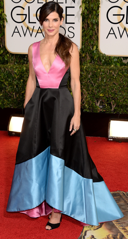 sandra bullock black and pink dress at golden globes 2014 - celebrity awards season dresses - handbag.com