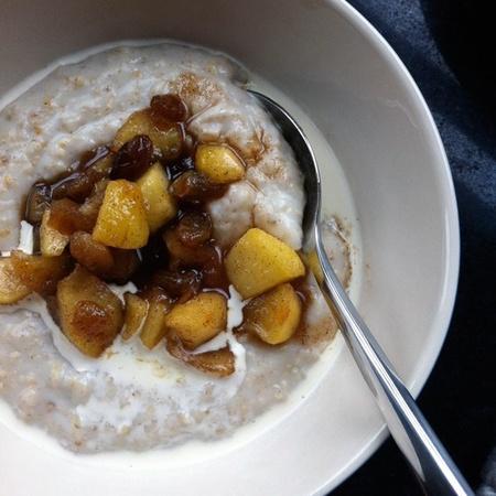 Apple, raisin and cinnamon porridge -pimp your porridge recipes - food feature - handbagcom