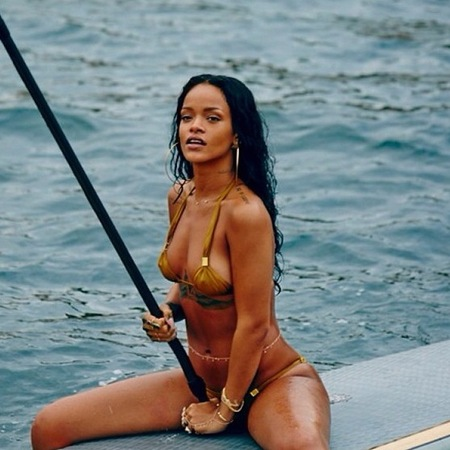 Rihanna in gold bikini on holiday - celebrities paddleboarding - celebrities in bikinis pictures - celebrity photos - life news - travel - handbag.com