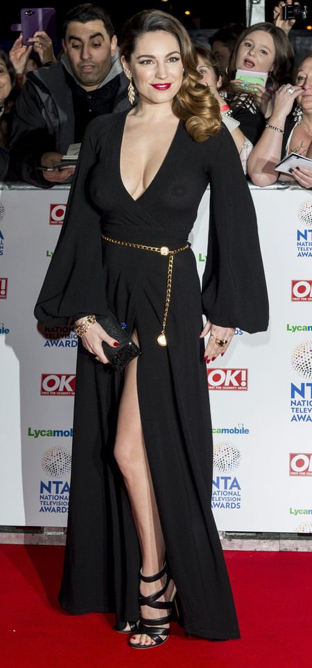 kelly brook boobs - nipple flash in see through black dress - national television awards 2014 - handbag.com