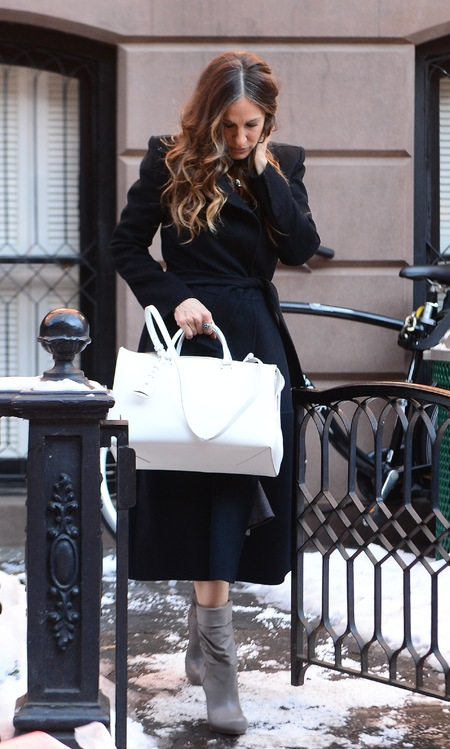 Sarah Jessica Parker - white prada tote bag - new york fashion week - handbag.com
