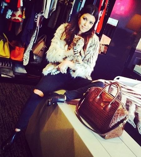 Kourtney Kardashian and her Givenchy Antigona tote bag