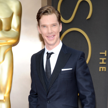 Benedict Cumberbatch at The Oscars 2014 - suit - red carpet - photobombed U2 - handbag.com