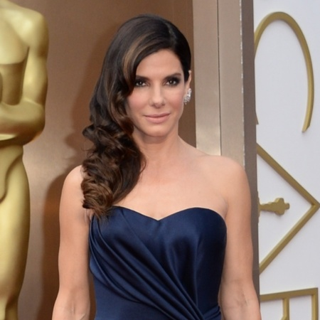 Sandra Bullock does dramatic smoky eye