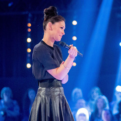 Emma Willis - the voice - battles week 2 - leather pleated skirt - handbag.com