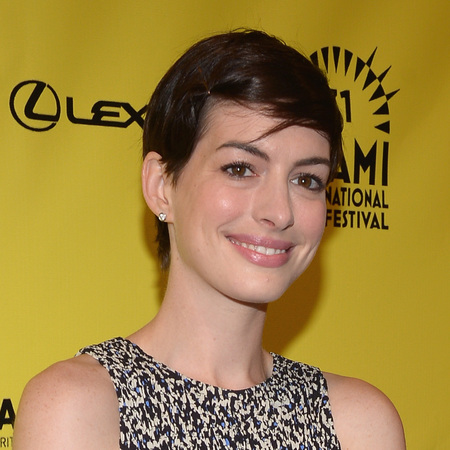 Anne Hathaway pins back short hair with kirby grips - short hair - hair pins - Miami Film Festival 2014 - beauty bag - handbag.com