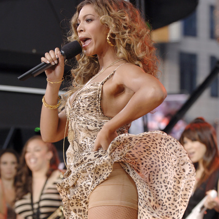 beyonce flashes spanx on tv - good morning america 2006 - celebrities who wear control shapewear underwear - handbag.com