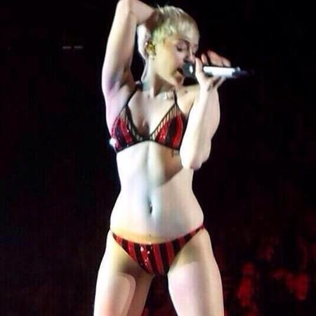 Miley Cyrus - bangerz tour - actual underwear - bra and pants - performs 23 - handbag.com