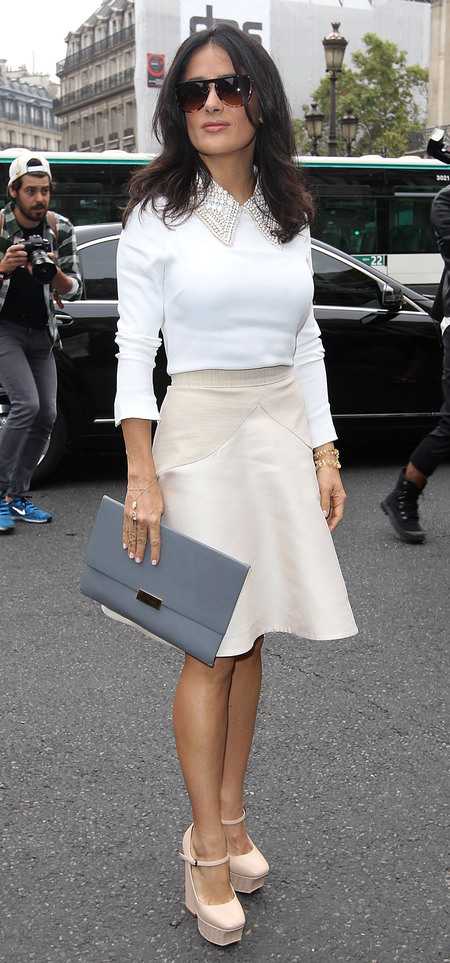 Salma Hayek and her grey Stella McCartney flat clutch