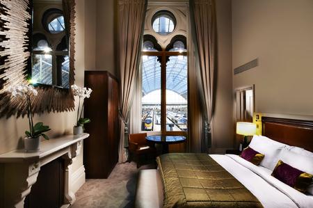 Renaissance Hotel Kings Cross London - London Hotel Review - London travel guide - Hotel reviews - junior suite - travel - handbag.com