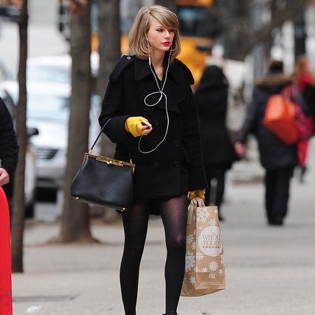 Taylor Swift with dolce and gabbana bag after restraining order on stalker fan - celeb news - shopping bag - handbag.com