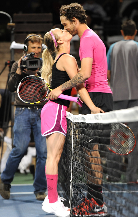 Kaley Cuoco and Ryan Sweeting - couples tennis - cute pictures - kissing - matching outfits - handbag.com