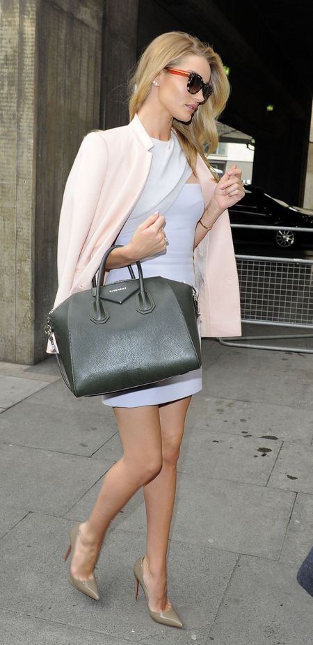 Rosie Huntington Whiteley and her Givenchy Antigona bag