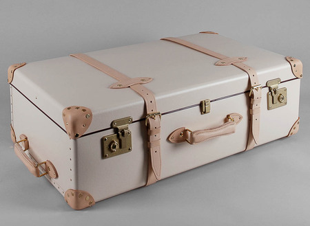 Globe-trotter travel luggage - Globe-trotter bags - designer suitcases - inside - best designer luggage - travel bag - handbag.com