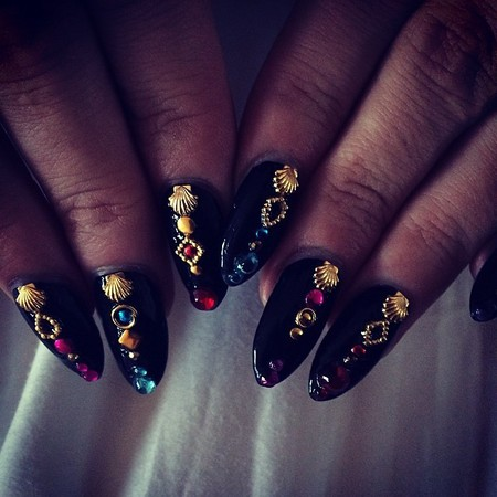 Lily Allen's 80s studded nails