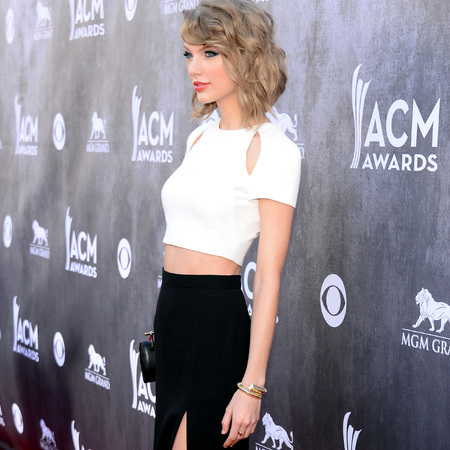taylor swift crop top and side split skirt country music awards 2014 - sexy celebrity outfits - crop top trend - handbag.com