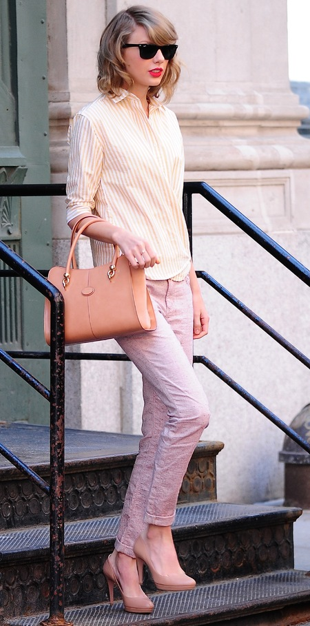 taylor swift peach tods handbag - nude handbag - celebrity designer bags - red lipstick - casual daytime style - fashion ideas - handbag.com