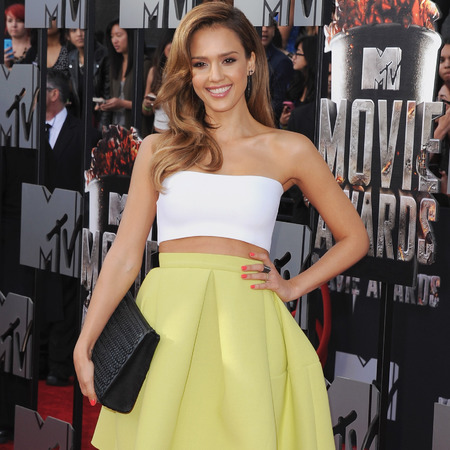 jessica alba at mtv movie awards 2014 - yellow skirt by kenzo - white boob tube crop top - eco designer clutch bag - bottletop charity handbag - handbag.com