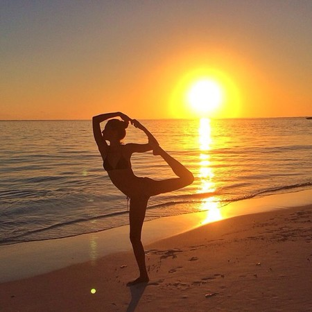 celebrity yoga show-offs - Giselle Bundchen doing yoga on the beach at sunset - gym bag - handbag