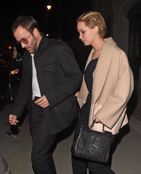 jennifer lawrence out in London with Tom Ford and Nicholas Hoult - Jennifer Lawrence carrying a Dolce & Gabbana black handbag - we want jennifer lawrence's bag - shopping bag - handbag
