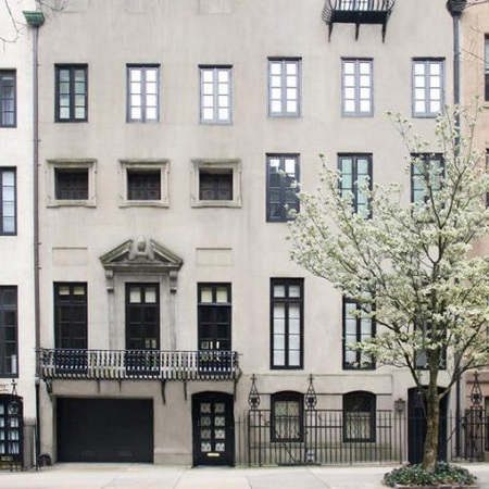 Mary Kate Olsen and Olivier Sarkozy townhouse facade - in Manhattan, NYC - celeb news - day bag - handbag.com