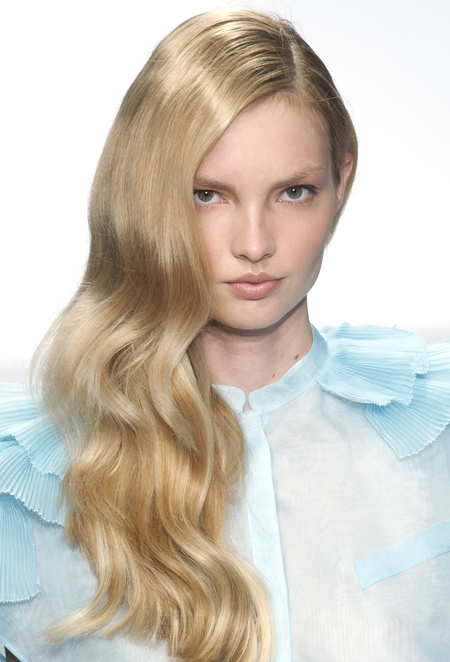 retro waves-hairstyle-hair inspiration-models at fashion week-spring summer 2014-Krizia-handbag.com
