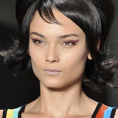 60s inspired makeup-eyeliner flicks-wings-colourful-eye shadow-pink-eye makeup-jeremy scott new york fashion week ss14-ombre fade-metallic-handbag.com