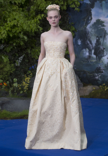 Elle fanning looks like a princess at maleficent premiere - elle fanning wearing georges hobeika gown - shopping bag - handbag.jpg