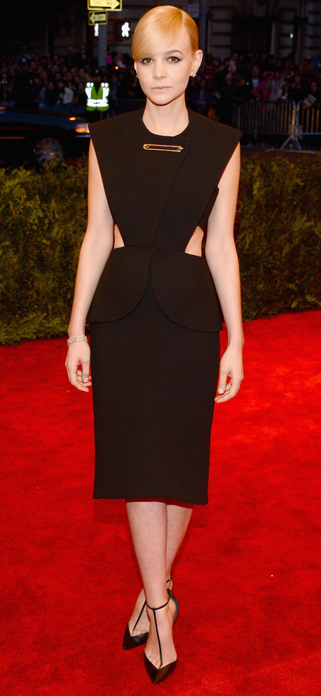 carey mulligan-safety pin dress-versace-punk met gala 2013-sexy celebrity black dress-lbd-handbag.com