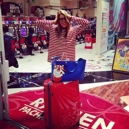 anna dello russo-anya hindmarch-tony tiger-frosties-handbag-tokyo-japan-vogue editor-handbag.com